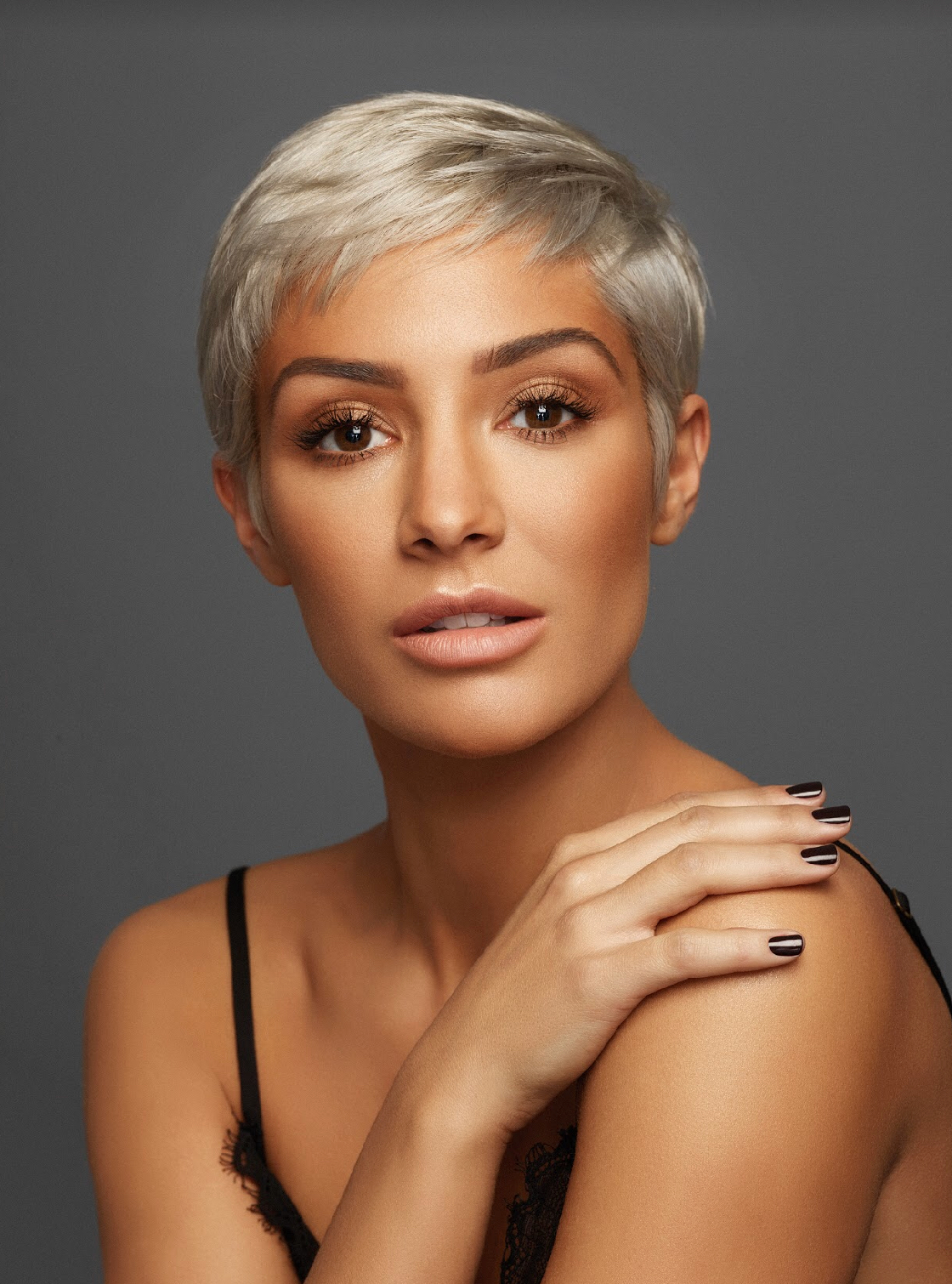 BE A GLOW HOE . . . WITH FRANKIE BRIDGE